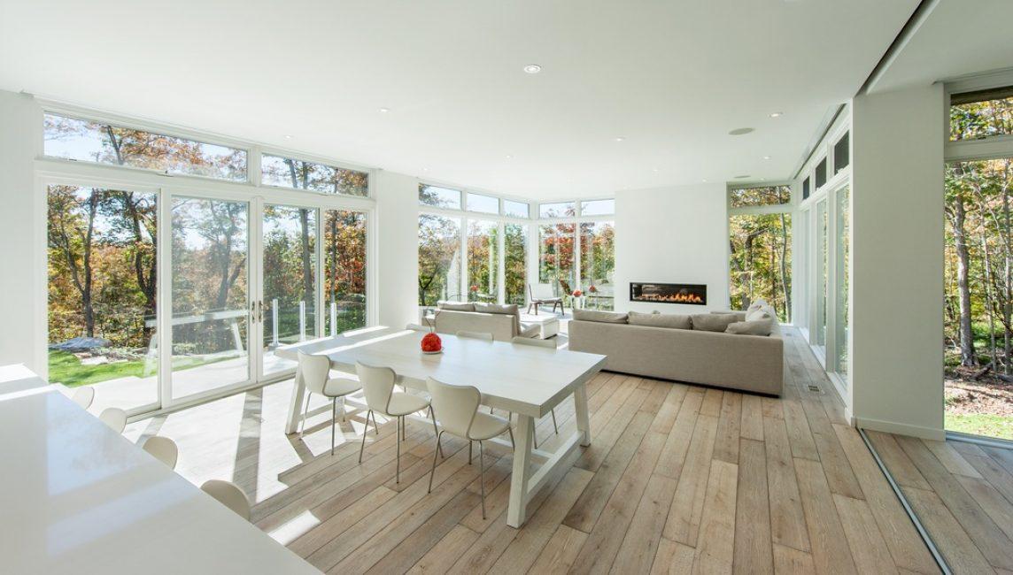 Панорамное помещение, оформленное в одной стилистике и цветовой палитре
