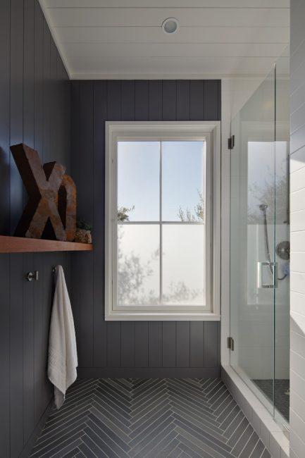 Крутой и очень фасонистый интерьер ванной комнаты