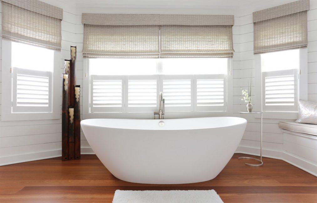 Непринужденный интерьер ванной комнаты напоминающий китайский стиль
