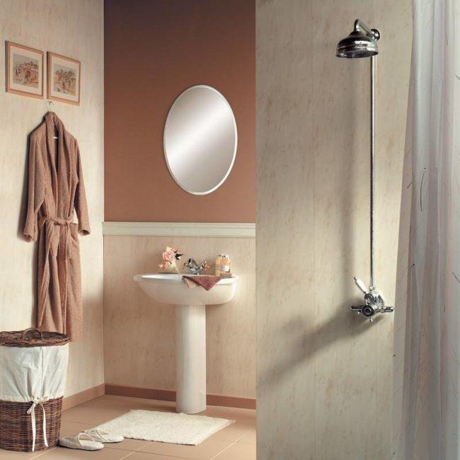 Пластик в классической ванной комнате
