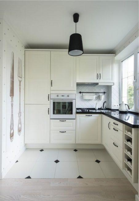 Белый классический вариант на кухне