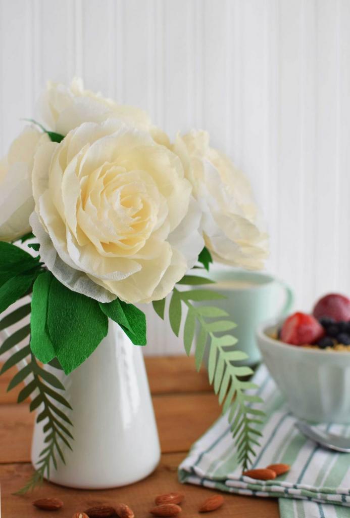Бумажные цветы с конфетами своими руками из бумаги фото 199
