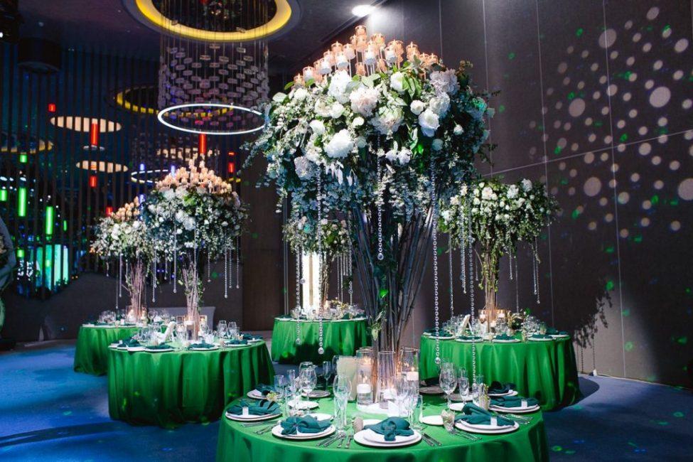 Цветочный декор на свадьбу