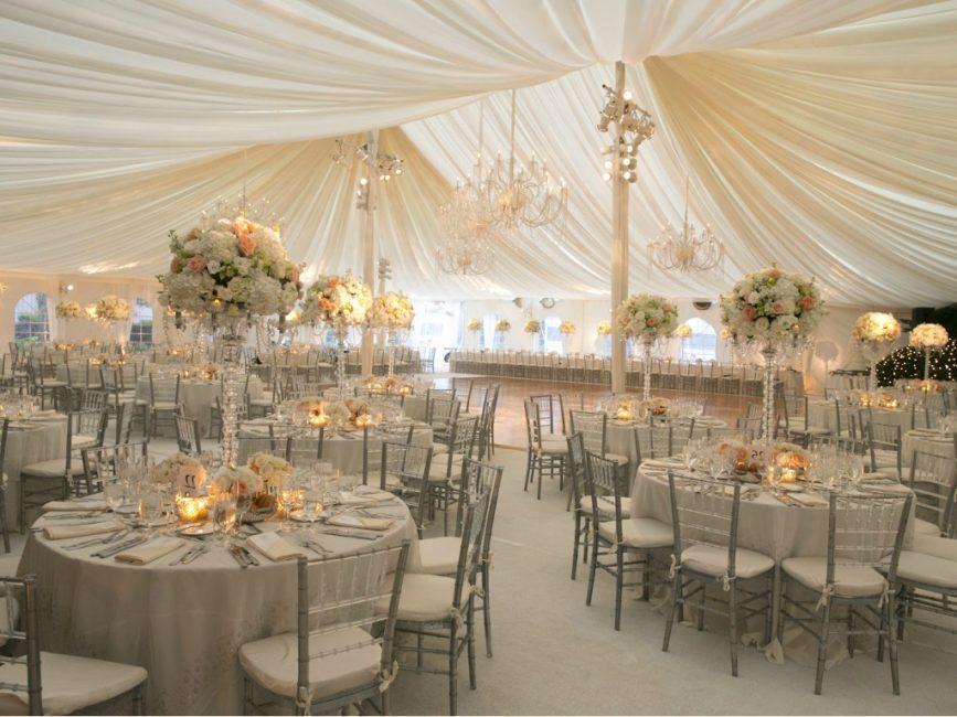 С оборудованными беседками или шатрами дождь на свадьбе не будет страшен