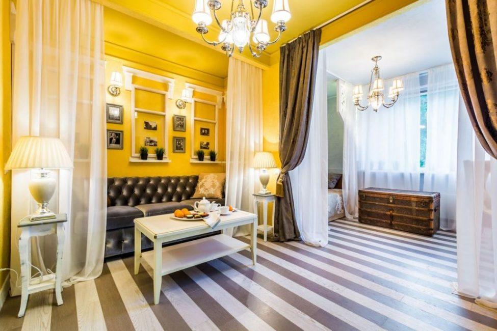 Освещение - еще один легкий способ разделения комнат