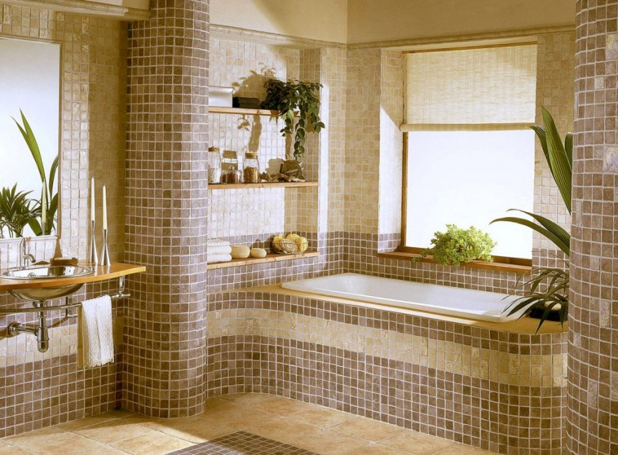 Сочетание мелкой и крупной плитки в ванной