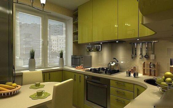 Радиатор отлично скрывается за шкафами для посуды