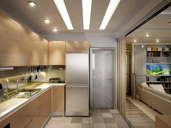 Увеличение пространства узкими полосами на потолке