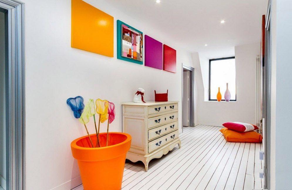 Потолок выше с помощью глянцевой краски