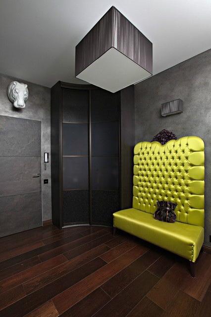 Классика со шкафом и маленьким диваном