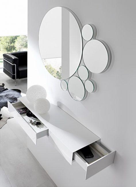 Зеркало - самый интересный декор в помещении