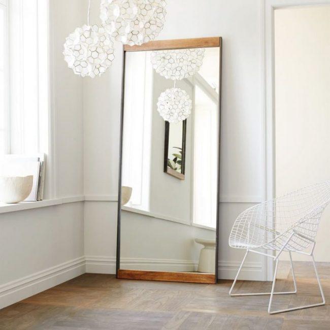 Габаритное зеркало в декоре комнаты