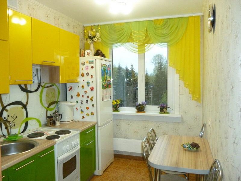 Ламбрекен в тон кухне