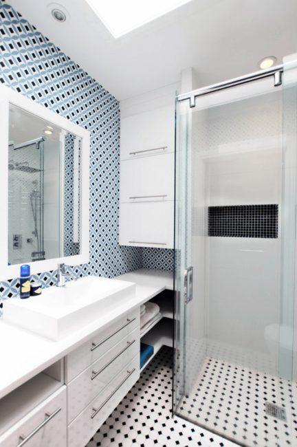 Стильный современный интерьер маленькой ванной комнаты