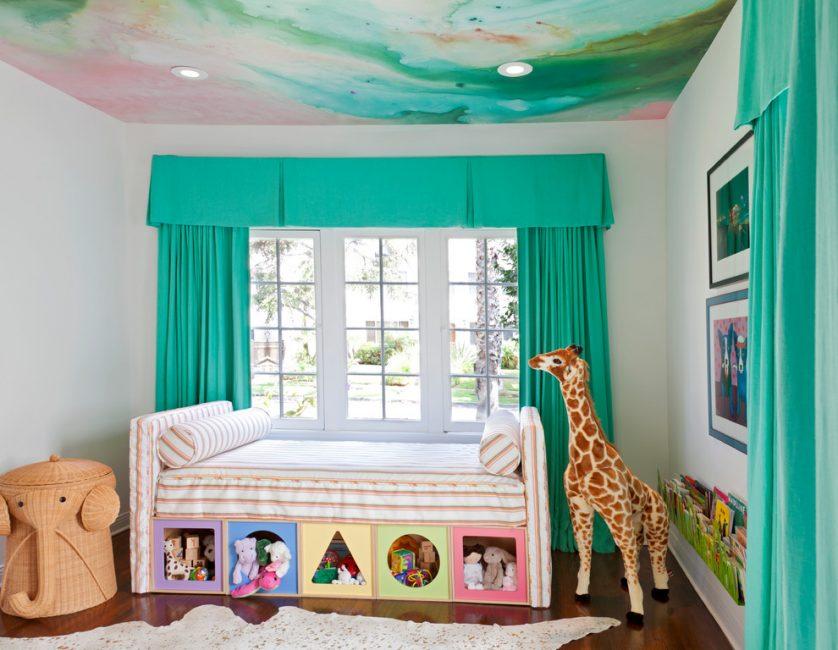 Необычная картинка в детской комнате