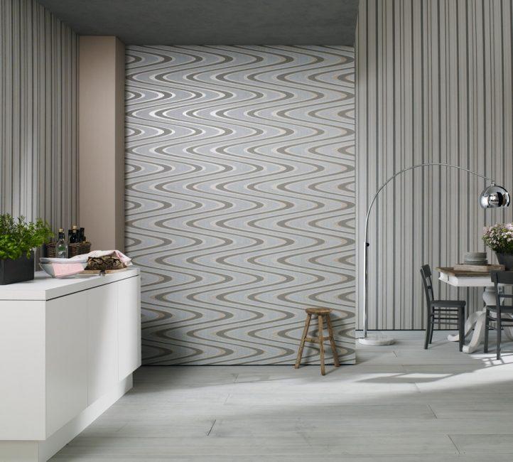 Оклейка стен обоями визуально изменит пространство