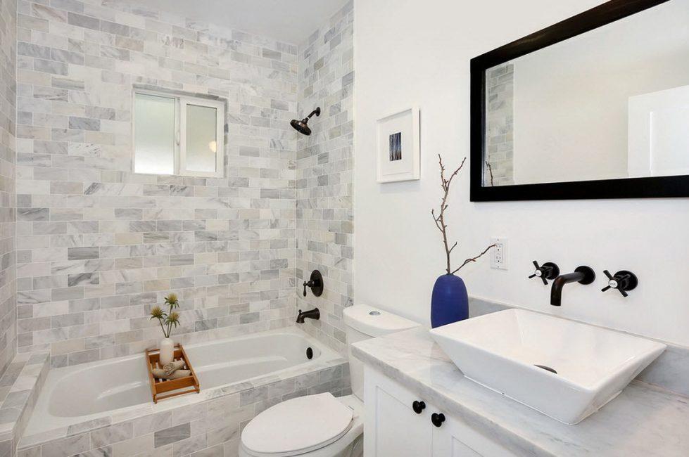 Нейтральные оттенки в помещении ванной комнаты