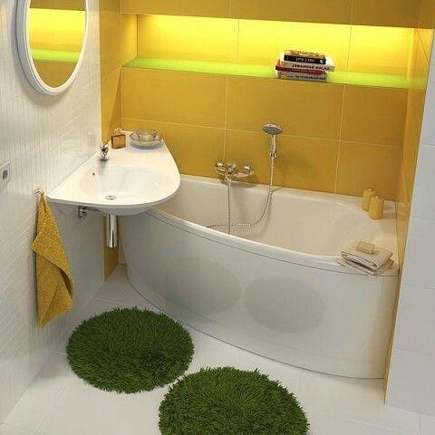Желтые оттенки даже в декоре ванной