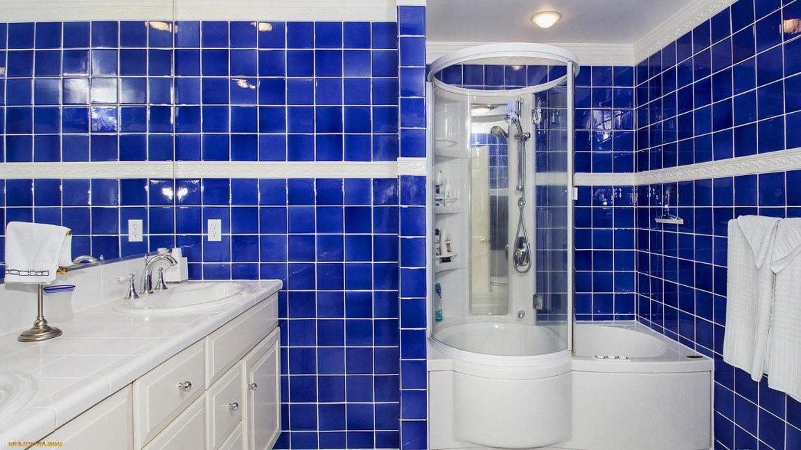 Темно-синие оттенки придают дизайну глубину