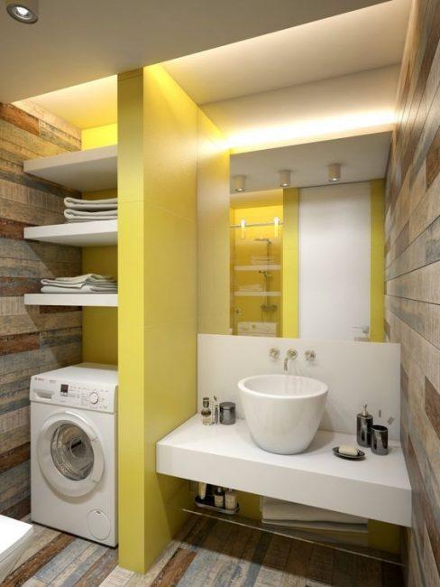 Желтоватые оттенки в элементах и декоре ванной