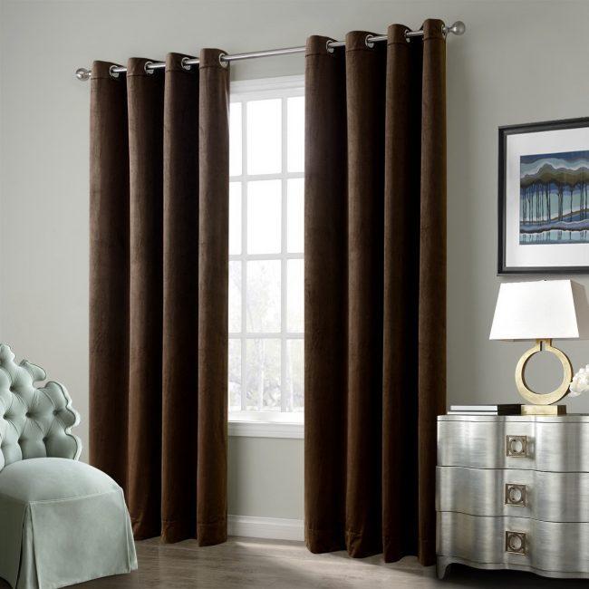 Непроницаемые лаконичные шторы в спальне-гостиной