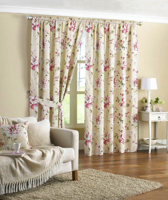 Льняная ткань с цветочным принтом