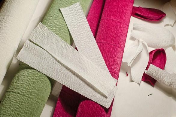 cvety-iz-bumagi-01-1 Цветы из гофрированной бумаги своими руками и конфет