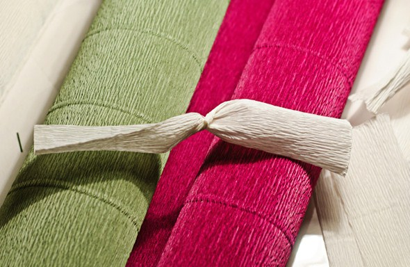 cvety-iz-bumagi-02-1 Цветы из гофрированной бумаги своими руками и конфет