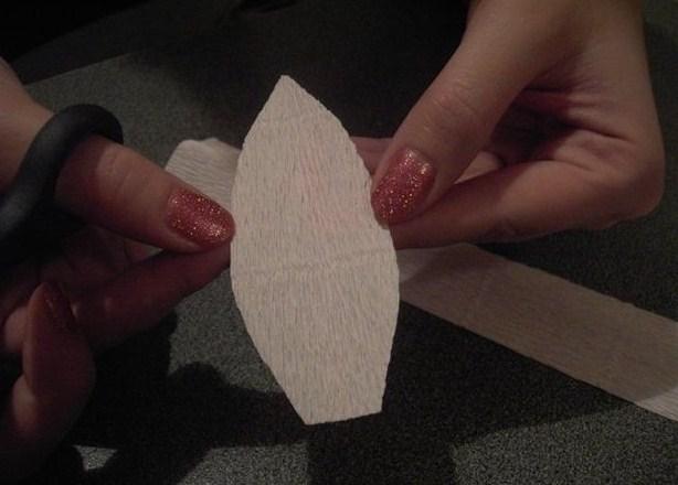 cvety-iz-bumagi-02-2 Цветы из гофрированной бумаги своими руками и конфет