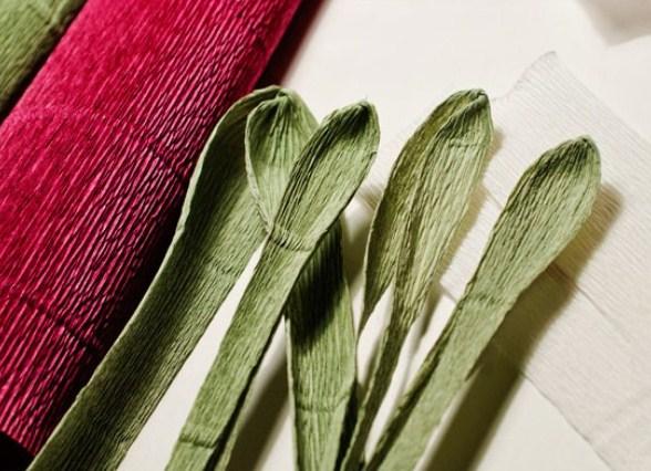cvety-iz-bumagi-07-1 Цветы из гофрированной бумаги своими руками и конфет