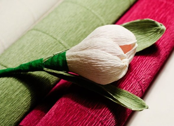 cvety-iz-bumagi-08-1 Цветы из гофрированной бумаги своими руками и конфет