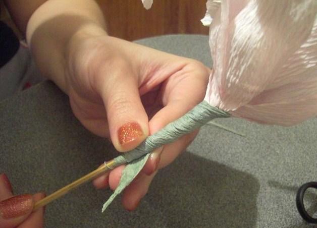 cvety-iz-bumagi-10-1 Цветы из гофрированной бумаги своими руками и конфет