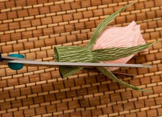 cvety-iz-bumagi-11 Цветы из гофрированной бумаги своими руками и конфет