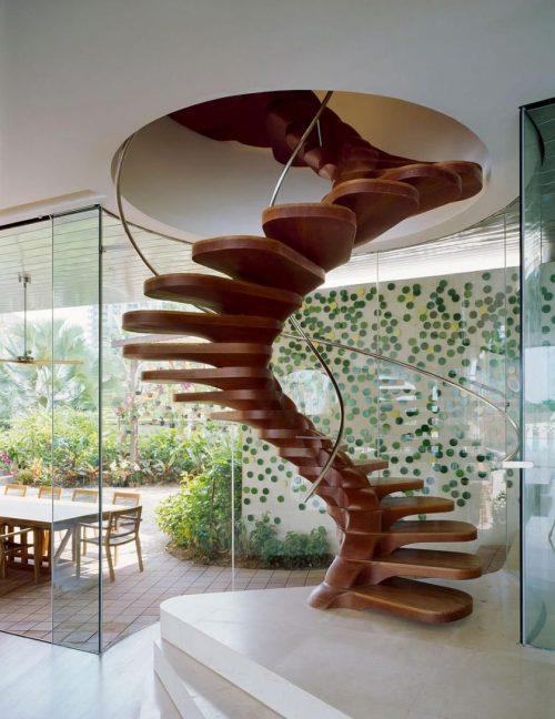 Красивый дизайн винтовой деревянной лестницы