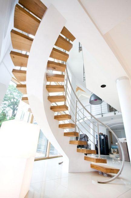Дизайнерская волнообразная в двухэтажном доме