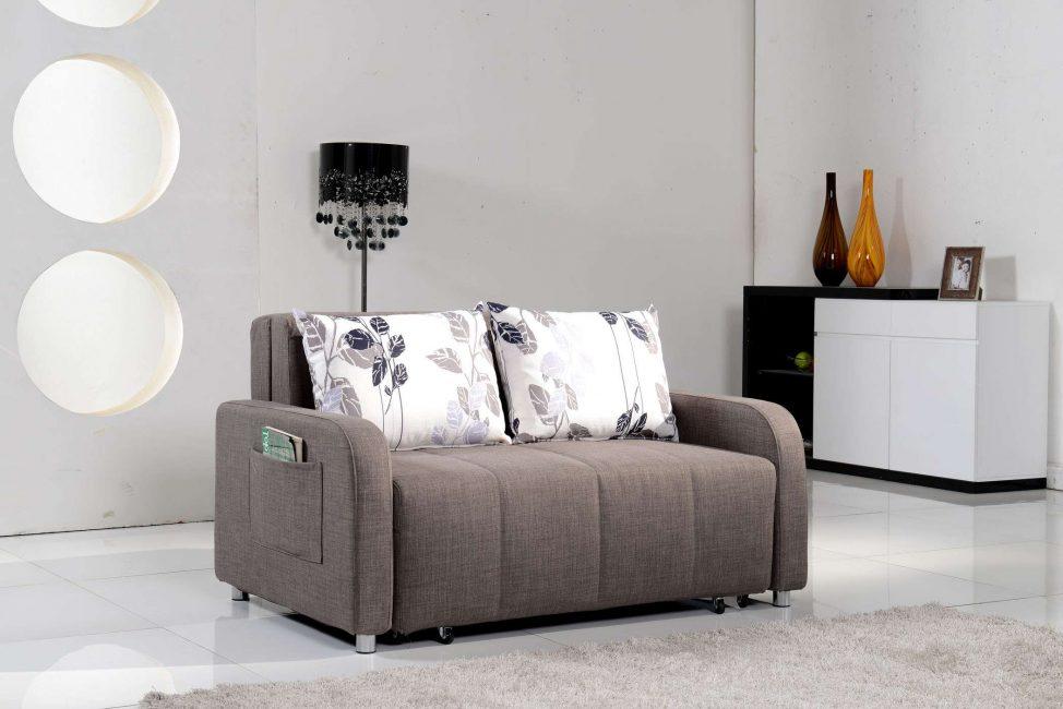 В маленькую гостиную - маленький диван