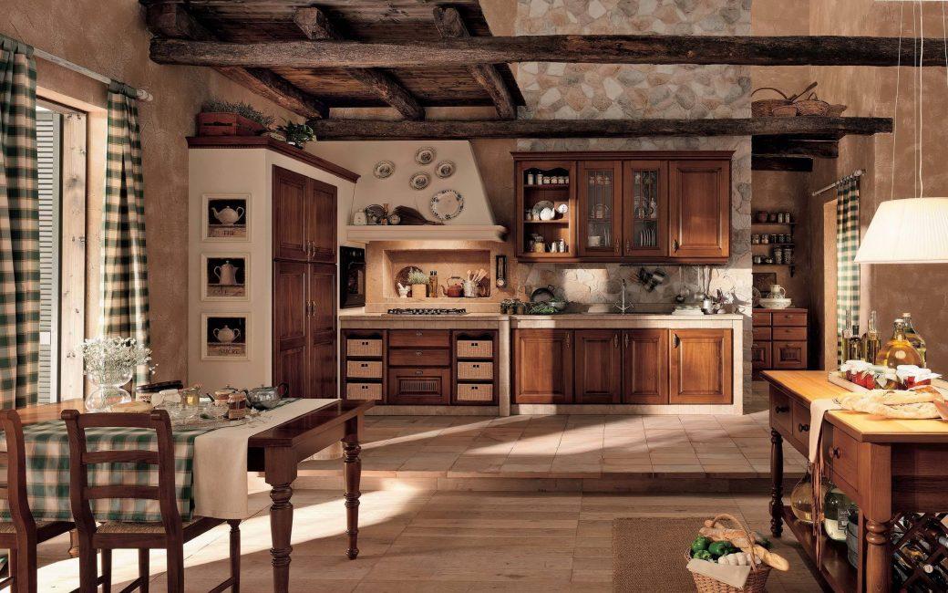 Очень большая и красивая кухня