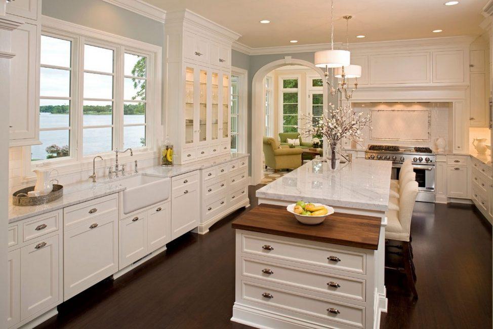 В такие кухни идеально вписывается встроенная мебель