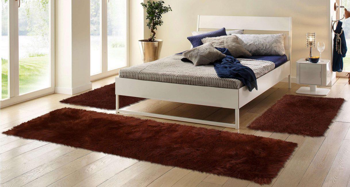 Удобно, когда возле кровати лежит небольшой коврик