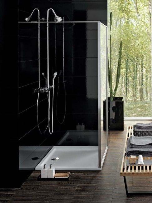 Небольшая модель, расположенная в ванной комнате