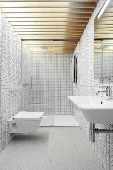 Владельцам маленьких ванных комнат часто приходится отказываться от ванны