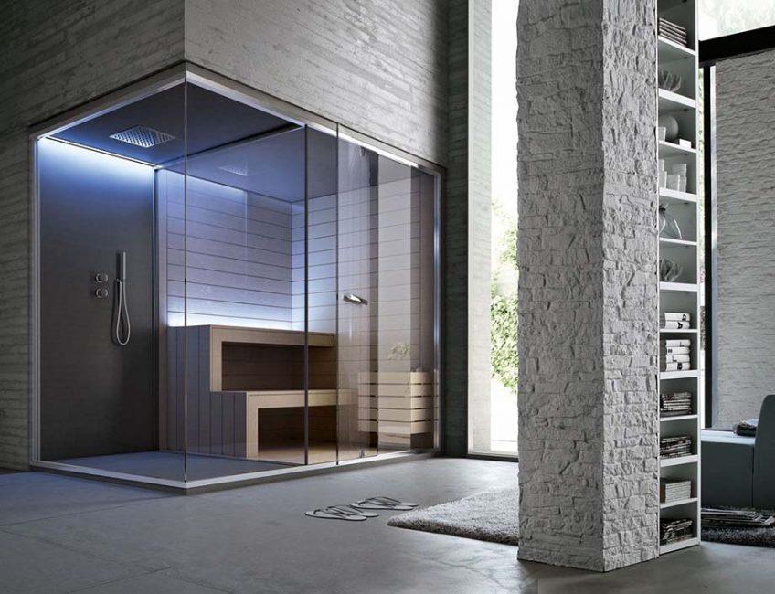 Стеклянная конструкция с баней
