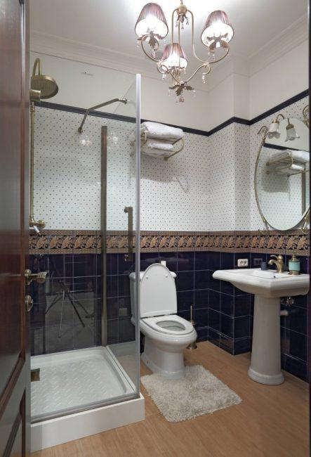 В интерьере ванной классического стиля
