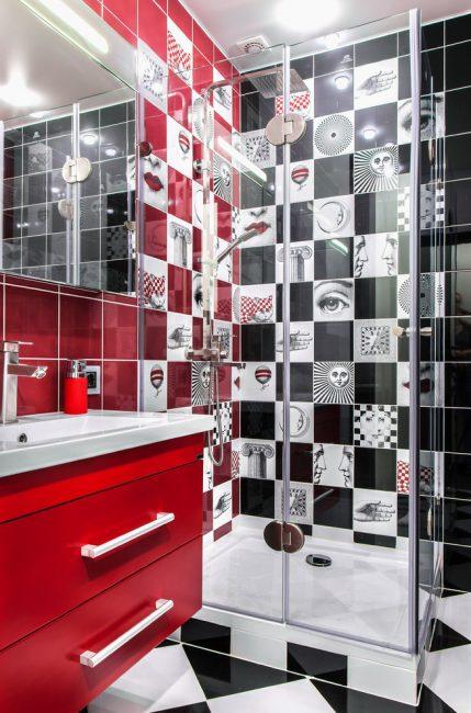 Красная и черная плитка отлично смотрятся в отделке комнаты