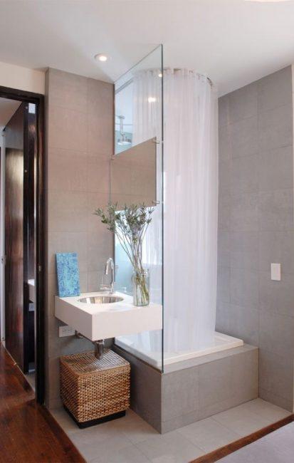 В маленьких ваннах такие конструкции прекрасно подойдут для семей с маленькими детьми