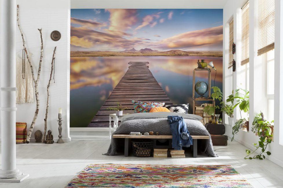Иногда такие картины могут масштабно изменить интерьер любой комнаты