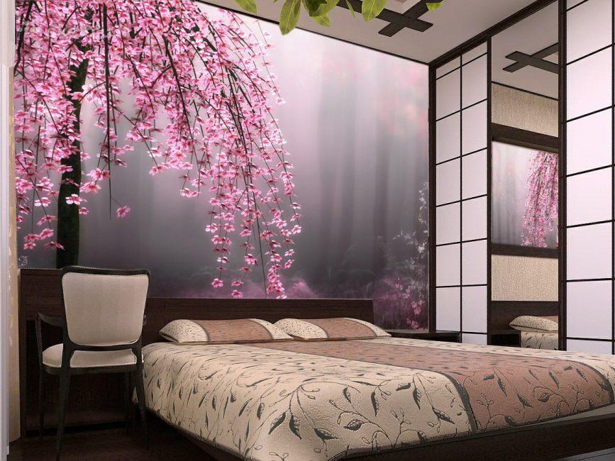 Очень красиво смотрятся цветы на стене в спальне