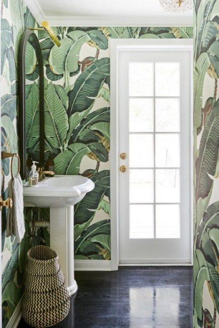 Листьевая тематика в ванной комнате