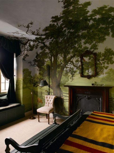 Интерьер с деревьями придает комнате гармонии с природой