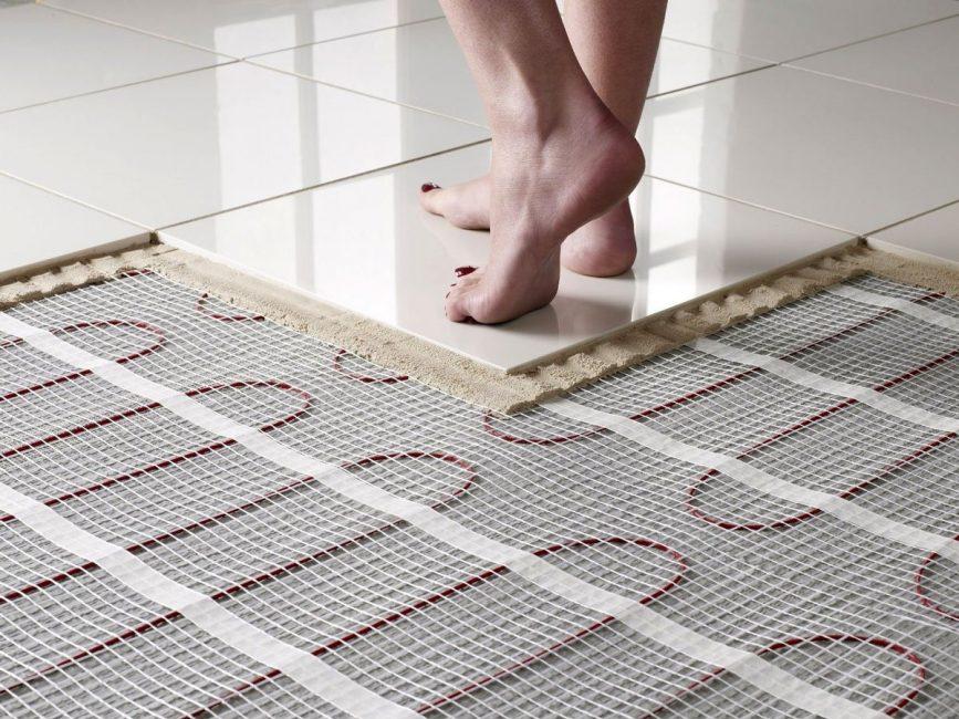 Керамическая плитка отлично подходит для напольного отопления